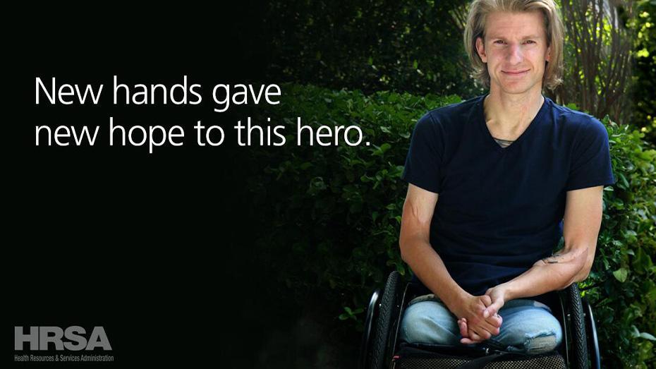 Nuevas manos que dieron esperanza a este héroe.